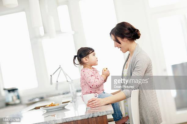 mother with daughter (2-3) in kitchen - domestic life imagens e fotografias de stock