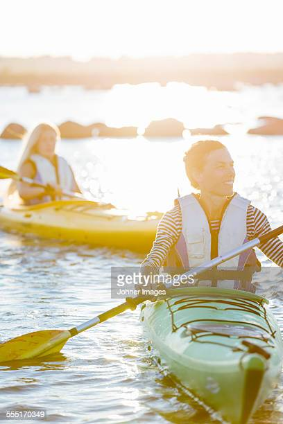 mother with daughter kayaking - エーランド ストックフォトと画像