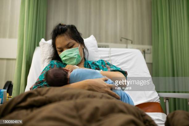 mother with her newborn baby in the hospital - infectious disease stock pictures, royalty-free photos & images
