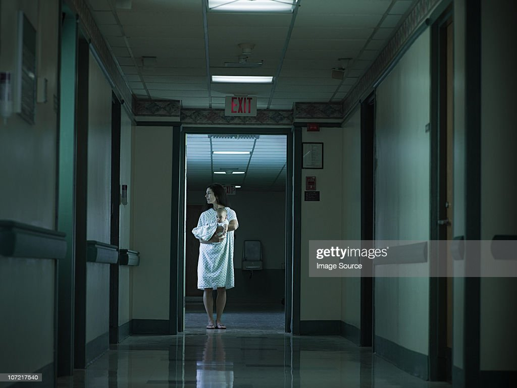 Mother with nerwborn baby in hospital : Stock Photo