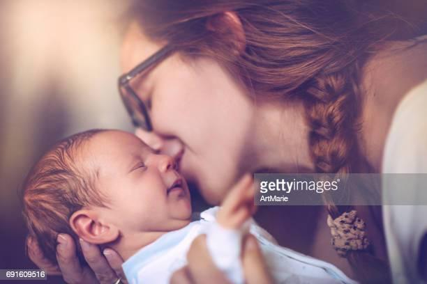 Mère avec bébé nouveau-né