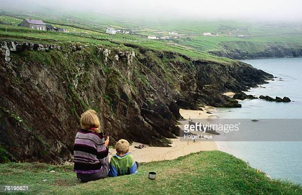 mother with son enjoying slea head beach, dingle peninsula. - cliff stock pictures, royalty-free photos & images