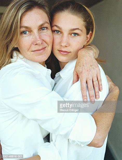 mother with teenage daughter (14-16), portrait - blasius erlinger stock pictures, royalty-free photos & images