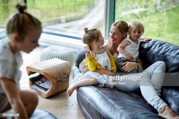 mother with three children at home - 2 3 jahre stock-fotos und bilder
