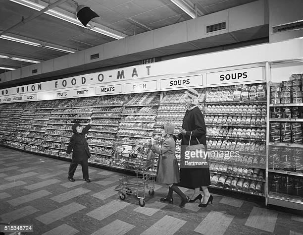 Mother with two children shopping in Grand Union FoodOMart Photograph 1955