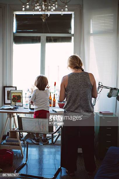 mother working from home - single mother stock pictures, royalty-free photos & images