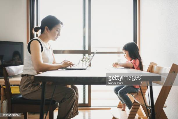mother working from home with daughter - mindzoom 2 stock pictures, royalty-free photos & images