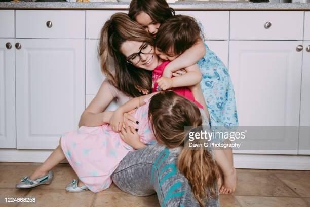 motherly love - muttertag herz stock-fotos und bilder