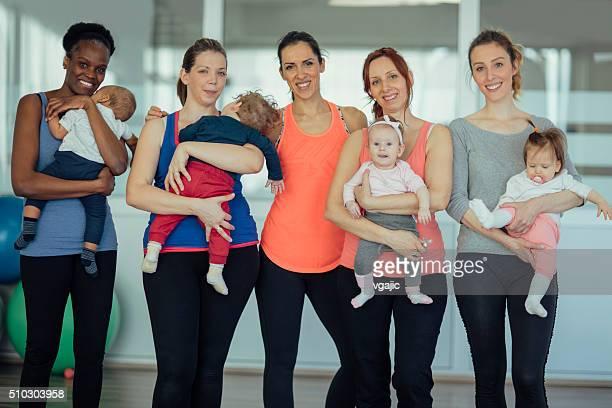 Mère et son bébé exercice
