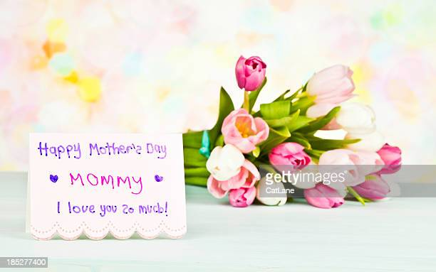 mother's day karte und blumen von kind - muttertag herz stock-fotos und bilder