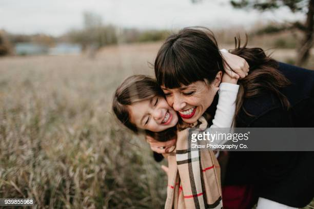 mother's day mom and daughter - mother's day stock pictures, royalty-free photos & images