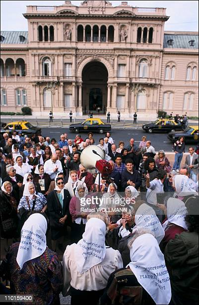 Mothers of Plaza de Mayo with the evidence of military in Argentina on April 29 1995