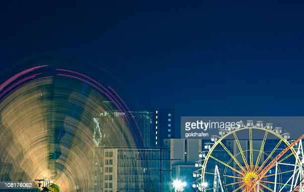 モーションブラーの観覧車 - ベルリン大聖堂 ストックフォトと画像