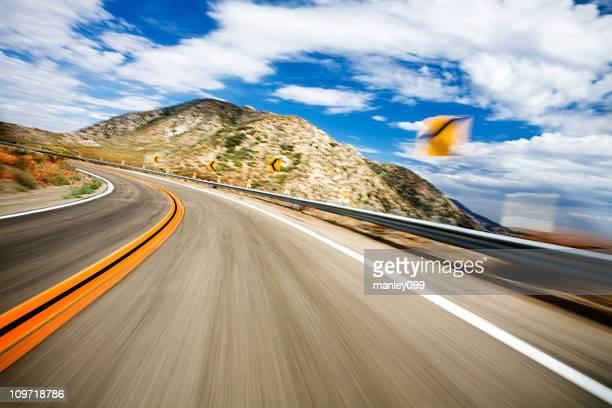 Motion Blur auf der Autobahn und biegen Sie