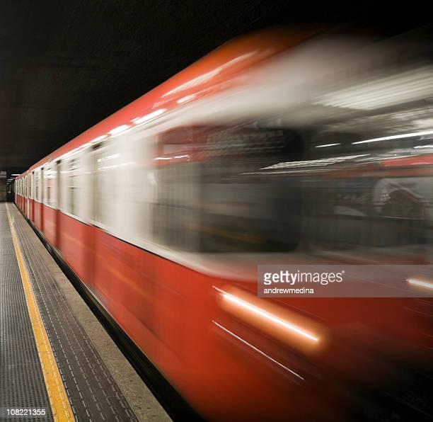 Motion Blur der U-Bahn-Haltestelle der U-Bahn-Station