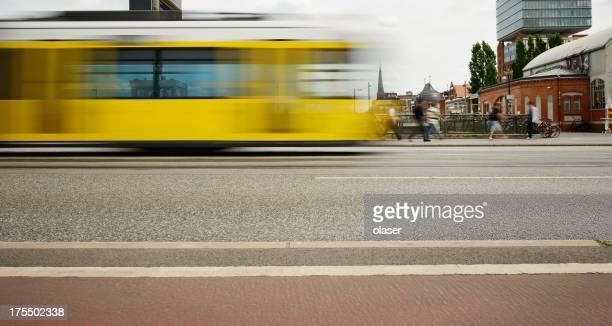 Motion verschwommene Berlin Straßenbahn