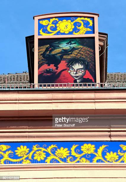 Motiv Harry Potter Größter Adventskalender der Welt am Heiligabend Rathaus von Gengenbach mit 24 beleuchteten Fenstern mit MärchenMotiven Marktplatz...