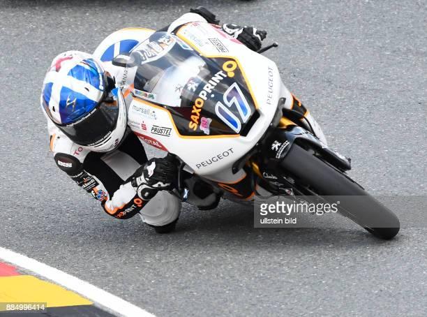 Moto3 Fahrer John Mcphee Grossbritannien Peugeot waehrend der Qualifikation beim MotoGP auf dem Sachsenring in HohensteinErnstthal Deutschland...