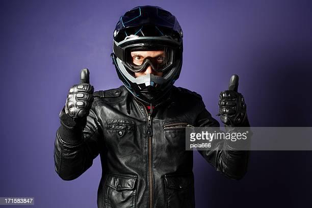 Motocross Rider con motocicleta Enduro casco Botón pulgar levantado
