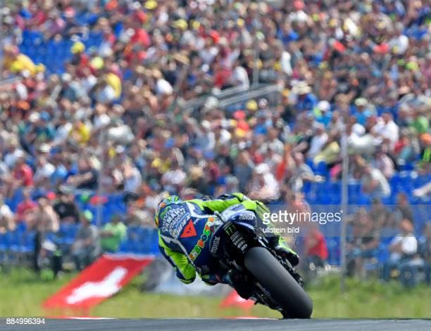 MotoGP Fahrer Valentino Rossi Italien Yamaha waehrend der Qualifikation beim MotoGP auf dem Sachsenring in HohensteinErnstthal Deutschland...