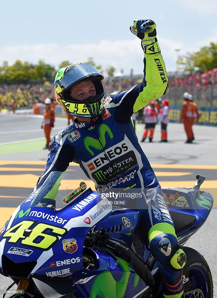 MotoGP winner Movistar Yamaha MotoGP's Italian rider Valentino Rossi celebrates his victory at the end of the MotoGP race of the Catalunya Grand Prix at the Montmelo racetrack near Barcelona on June 5, 2016. / AFP / LLUIS