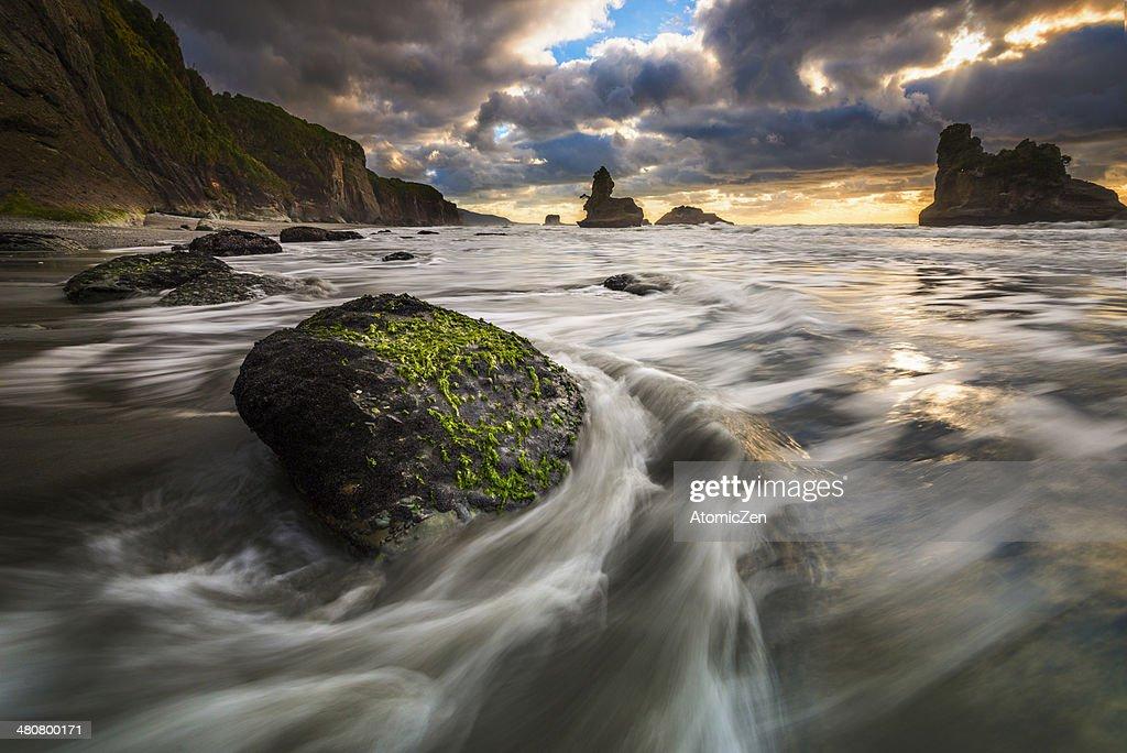 Motokeikei, West Coast Waves, NZ : Stock Photo
