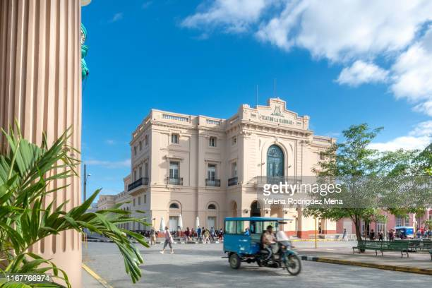 'motoneta' driving in the leoncio vidal park, santa clara, cuba - santa clara cuba stock pictures, royalty-free photos & images