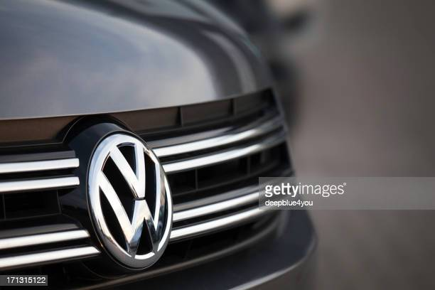 suv - vw motor company badge - volkswagen stock pictures, royalty-free photos & images
