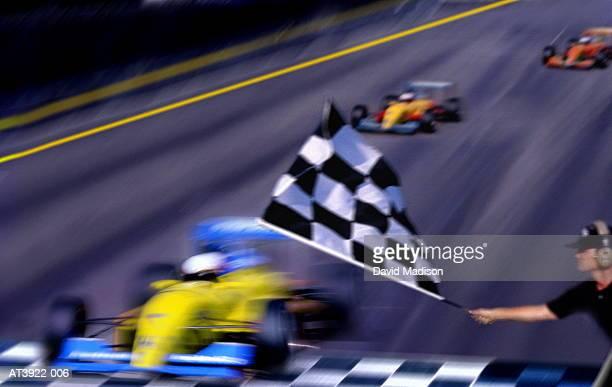 motor racing official waving chequered flag (digital composite) - carrera de coches fotografías e imágenes de stock