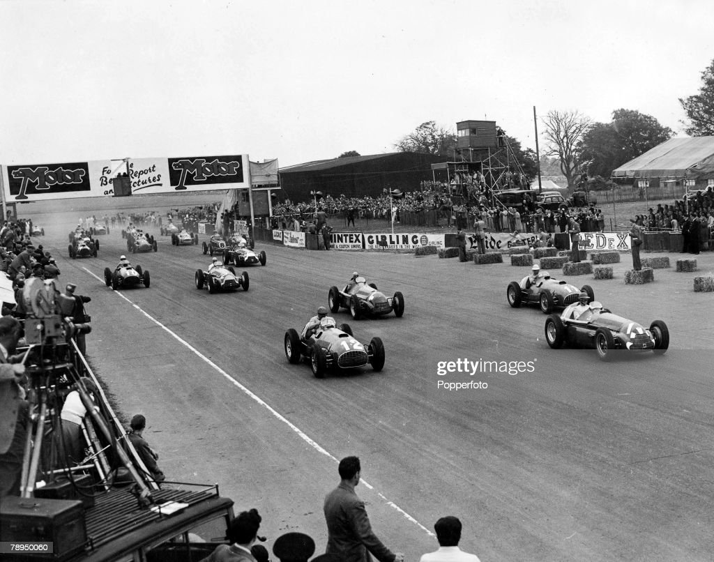 Motor Racing. Silverstone, Northamptonshire, England. 14th July, 1951. Cars leave their start position at the massed start of the British Grand Prix which was won by Argentinian J.S. Gonzalez with Juan Fangio in second place. : News Photo