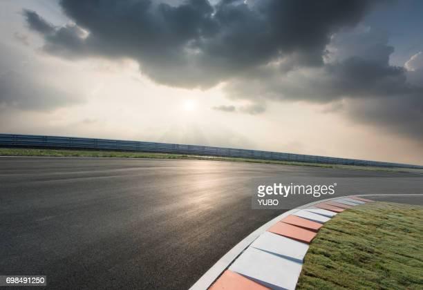 motor racing track - circuit automobile photos et images de collection