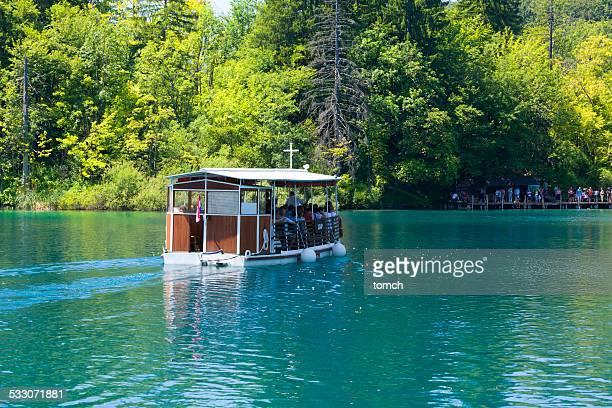 Motor Schiff auf die Elektrizität in den Nationalpark Plitvicer Seen