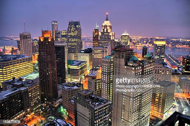 motor within a city - detroit michigan stock-fotos und bilder