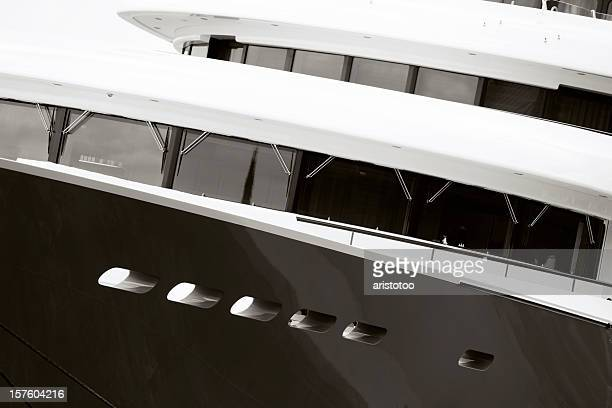motor yacht s bridge - yacht de luxe photos et images de collection