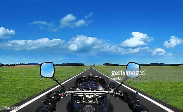 Moto sur la route de