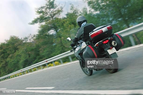 Motorbiker sur l'autoroute