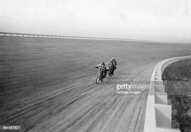 Motorbikes racing at Speedway Park Maywood Chicago Illinois USA 1915 Speedway Park was a twomile oval outdoor wooden board racing circuit which...