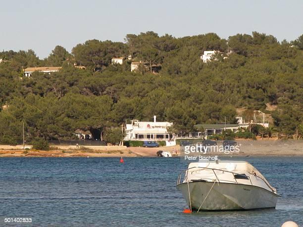 MotorBoot im Hintergrund Restaurant Sa Punta Talamanca Insel Ibiza Balearen Spanien Europa Bucht Reise AS DIG PNr 663/2010 Foto PBischoff Jegliche...