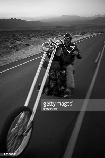 Moto motard sur la route