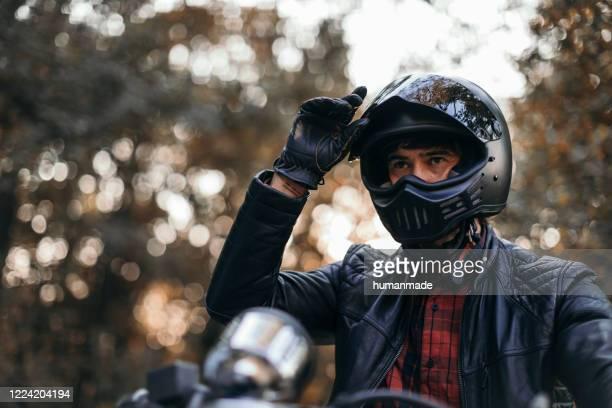 de bestuurder van de motorfiets - rijden activiteit stockfoto's en -beelden