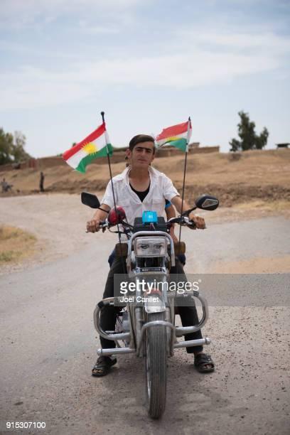 Motorfiets met Koerdische vlaggen in Noord-Irak