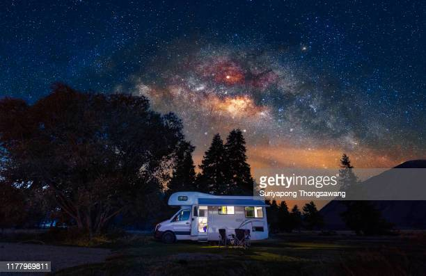 motorhome at free camp site with milky way sky in new zealand. - camper van stock pictures, royalty-free photos & images