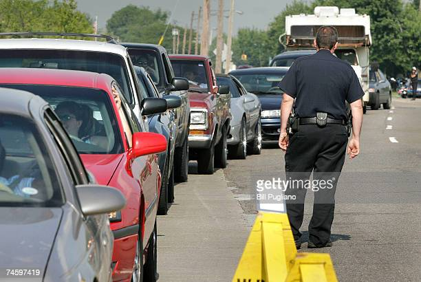 Motorists lineup to get 10gallons of free gas June 14 2007 Warren Michigan Hundreds of motorists lined up for a free 10gallons of gas during a...