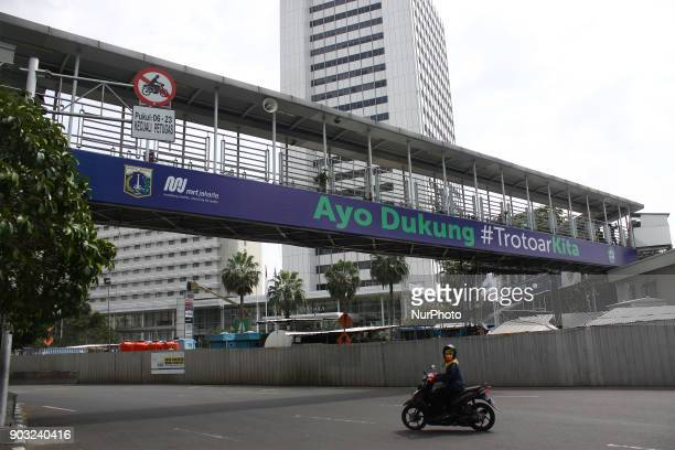 Motorists passing on Mh Thamrin protocol road Central Jakarta on Wednesday January 10 2018 Motorcyclists in Jakarta can recross the protocol road of...