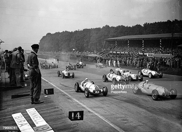 MotorRacing 2nd October 1937 Castle Donington Derbyshire The start of the 250 mile Grand Prix