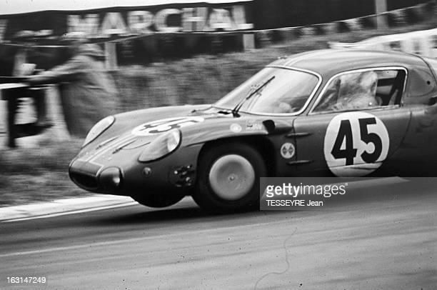 Motorsport 24 Hours Of Le Mans 1966 PM 899 / n°2 la Ford victorieuse de Mac Laren et Amon et n°30 la Porsche de Colin Davis victorieuse à l'indice de...