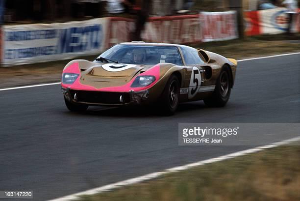 Motorsport 24 Hours Of Le Mans 1966 Sur le circuit du Mans la Ford GT40 de face