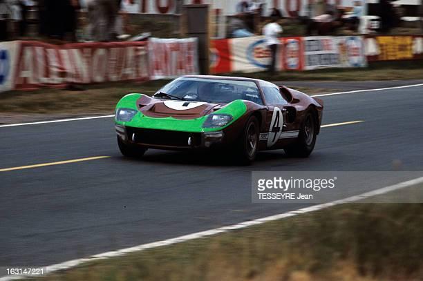 Motorsport 24 Hours Of Le Mans 1966 Sur le circuit du Mans une Ford GT40