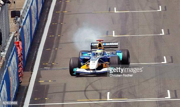 Motorsport / Formel 1 GP von England Silverstone Randszenen Training Felippe MASSA / Sauber PETRONAS bleibt im ersten Training mit Motorschaden...