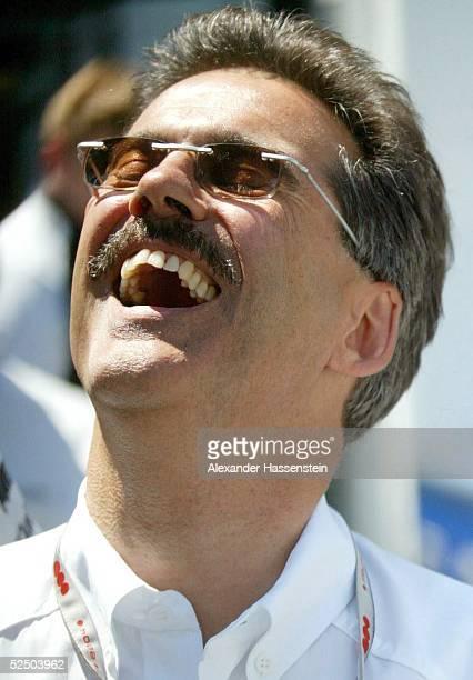 Motorsport / Formel 1: GP von Kanada 2004, Montreal; Dr. Mario THEISSEN / BMW Williams, BMW-Motosport Direktor, freut sich ueber die erste Poole in...